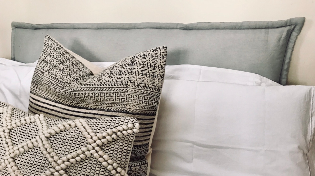 DIY Easy Squidgy Pillow Headboard.